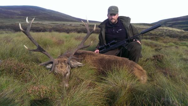 Jakt Skottland Hjort trofee med jeger