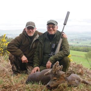 Jakt-Skottland-Parykkbukk-med-jeger-og-outfitter.jpg